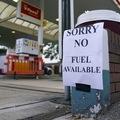 Britov chytá panika, bez paliva je v niektorých oblastiach 90 % čerpacích staníc
