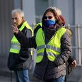Žlté vesty chcú nižšie dane, ekonomika Francúzska však nepustí