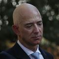 Pokles ceny akcií Tesla o viac ako 2,4 %: Bezos je opäť najbohatší na svete