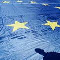 Kurz eura klesol oproti doláru na nové dvojročné minimum