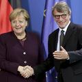 Európski lídri nechajú hospodárske spomalenie prerásť do vážnej krízy