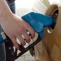 Slovenskí motoristi by mali tankovať stále lacnejší benzín
