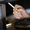 USA zvažujú znížiť obsah nikotínu v cigaretách, akcie tabakových firiem klesajú