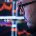 Akciové trhy aj po prekonaní rekordov naďalej rastú, recesia sa blíži
