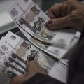 Nové sankcie zrazili rubeľ na dvojročné minimum, Rusko začína pracovať na protiopatreniach