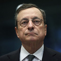 Slabý výkon ekonomiky: Centrálne banky by mali svoje ciele zjednotiť