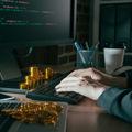 Hackeri ukradli bankám miliardu, lup údajne preprali kryptomenou