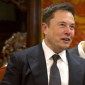Musk opäť vtipkoval: Teslu kryptomeny nezaujímajú