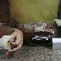 Blesková výmena: Zbaviť sa starých bankoviek má byť problém