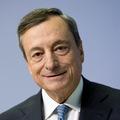 ECB v neľahkej pozícii: Na jednej strane ekonomické riziká, na strane druhej koniec tlačenia peňazí