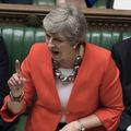 Britskí zákonodarcovia odmietli tvrdý brexit, libra prudko posilnila