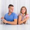 Spoločný účet s partnerom: 3 tipy, aby model zdieľaných peňazí vo vzťahu fungoval