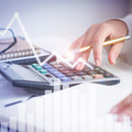Z bežných účtov sa strácajú peniaze. Prečo je to tak?