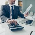 Pandémia sprísnila podmienky úverov, klienti platia vyššie poplatky