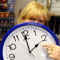 Koľko času musíme odpracovať, aby sme si zarobili na svoje bežné výdavky