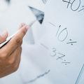 Podielové fondy alebo priame investovanie s brokerom? Ako na investovanie do akcií