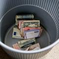 Už žiadne mince ani bankovky: Cesta k bezhotovostnej spoločnosti môže vyzerať rôzne