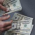 Hotovosť je kráľom, pre koho to platí najviac?