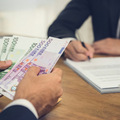 O odklad splátky v banke môže požiadať ktorýkoľvek dlžník