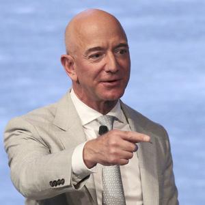 Bezos po rekordných číslach predal akcie firmy za dve miliardy dolárov
