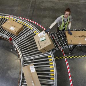 Amazon namiesto likvidácie chce zákazníkmi nechcený tovar ponúkať vo forme darov