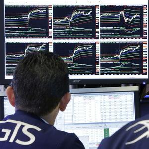 Varovanie Goldman Sachs: Čína by sa mohla v obchodnej vojne zamerať na americké tech akcie