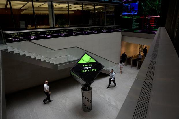Hongkongská burza stiahla ponuku na kúpu londýnskej burzy za 37 miliárd dolárov