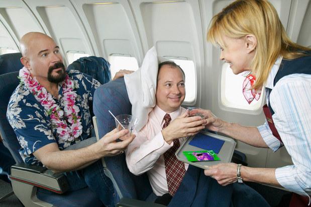 Cestujúci v lietadle by si mali platiť za právo sklopiť si svoje sedadlá