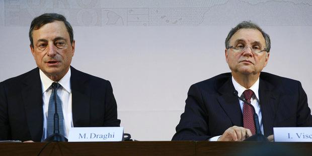 Dva hlasy z ECB: Musíme si dať pozor na vedľajšie účinky negatívnych sadzieb