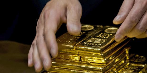 Blíži sa koniec bezbožného tlačenia bankoviek: Papier, kov a iné zlaté alternatívy