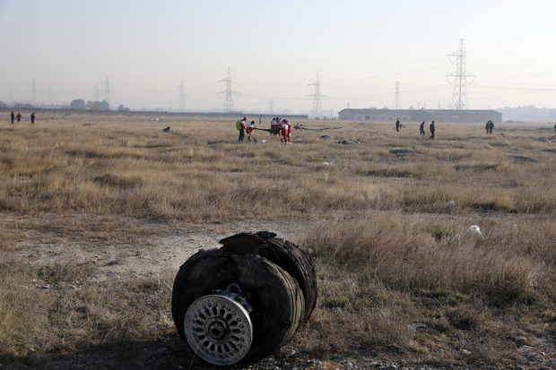 Pád lietadla pri Teheráne ťahá dole akcie Boeingu