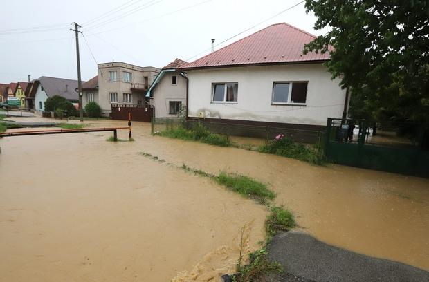 Obdobie búrok a záplav: Čoho by ste sa mali držať, aby vás neživotné poistenie chránilo