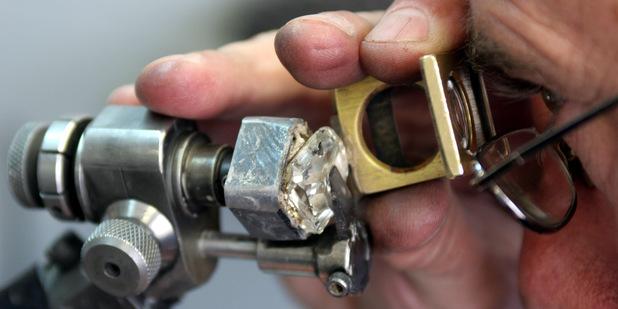 Čas nakupovať? Diamanty vlani výrazne klesli, brilianty opustili päťročné dno