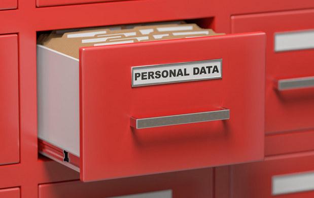 Žiadame prísnejšiu ochranu osobných údajov, ale nemáme problém vzdať sa ich výmenou za pizzu