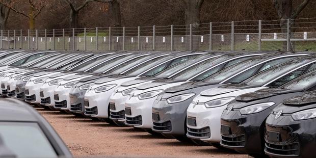 Technológie a politika: Prečo nás elektrické autá nezachránia
