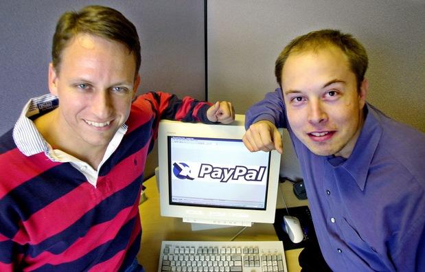 Peter Thiel (vľavo) a Elon Musk v roku 2000