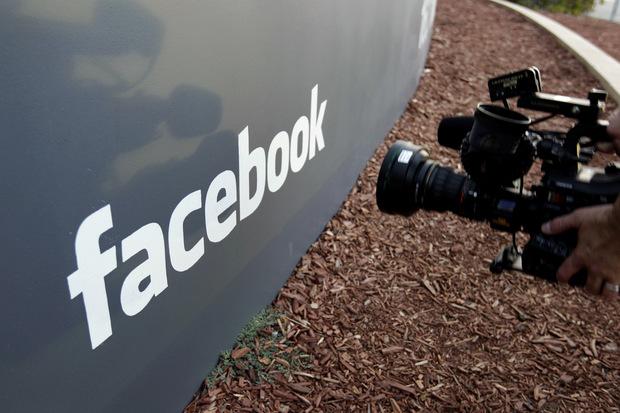 Nové odvetvie internetového biznisu: Fake news, trollovia a falošné profily
