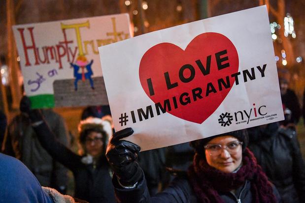 Nie, prisťahovalci neznižujú mzdy domácim, aj keď tomu nik neverí