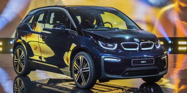 Biznis menom elektrina: Dodávateľ energie vám prispeje na nové auto, len aby už nemalo spaľovací motor