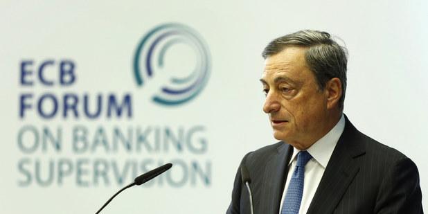 Centrálne banky zavádzajú záporné sadzby: Prídeme o svoje úspory?