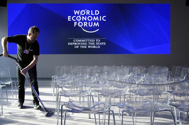 Trump mieri na Svetové ekonomické fórom, laureát Nobelovej ceny Robert Shiller je znepokojený