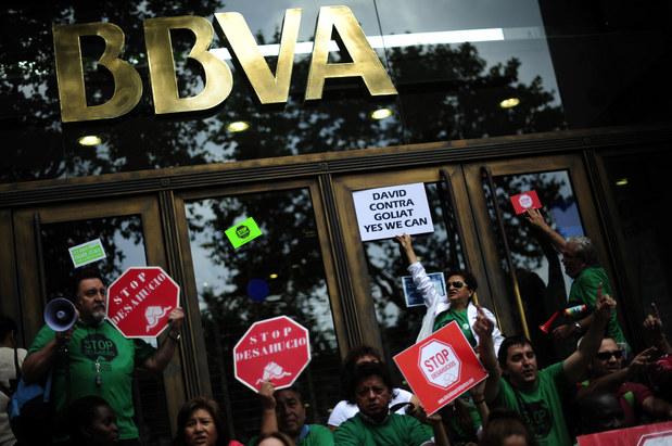 Podivuhodný svet európskych finančných inštitúcií: Štyri najväčšie hrozby, ktoré veštia krach na periférii únie