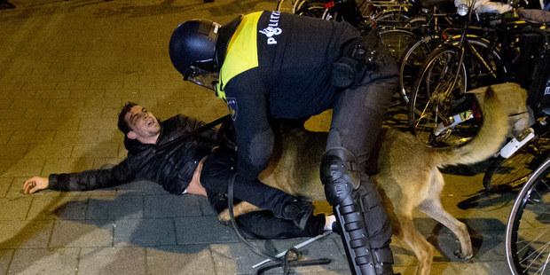 Holandská polícia vám skonfiškuje drahé oblečenie, ak vyzeráte, že naň nemáte