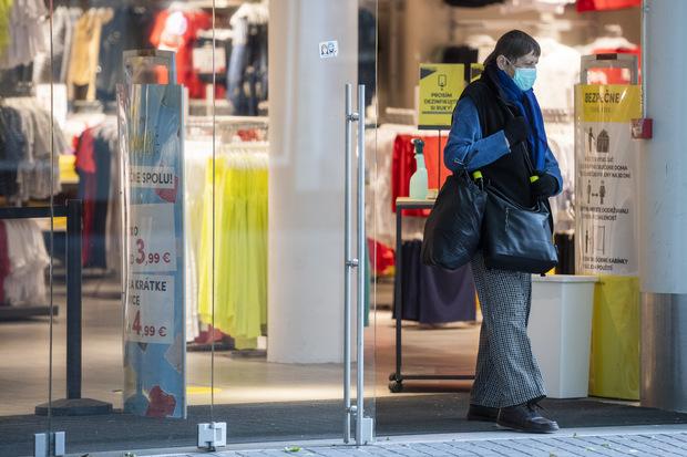 Prieskum dopadov pandémie: Až 50 % maloobchodníkov zvažuje redukciu svojej pobočkovej siete