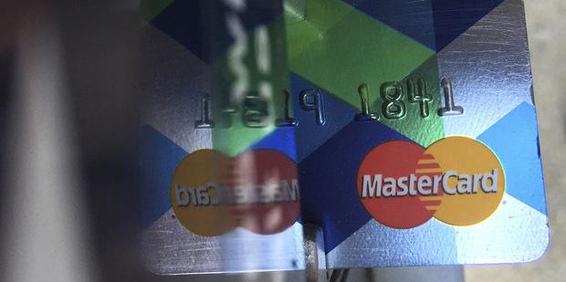 Myšlienka bezhotovostnej spoločnosť sa páči hlavne kartovým firmám