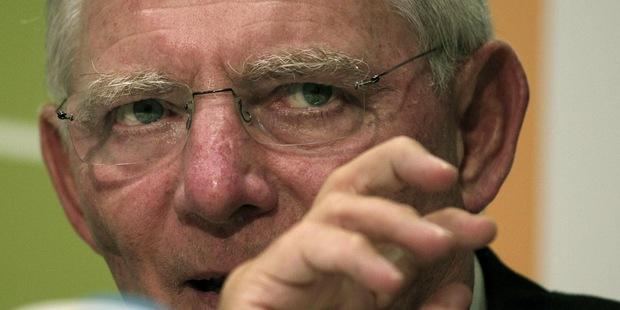 Prehlbujúci sa zmätok v Európe: Prijatie eura bolo chybou