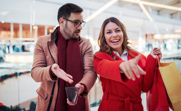 Prečo je pôžička priateľovi zlý nápad a ako z toho elegantne vykorčuľovať