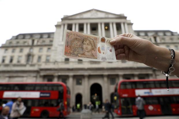 Menu, ktorá dokázala rásť voči doláru takmer najviac, mnohí už odpísali