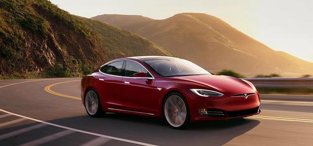 Tesla predala časť bitcoinov, výsledky firiem sú výborné. Týždeň vo svete