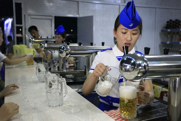 Ekonómovia: Globalizácia mení svet, národy sa nebudú deliť na pivárov a vinárov